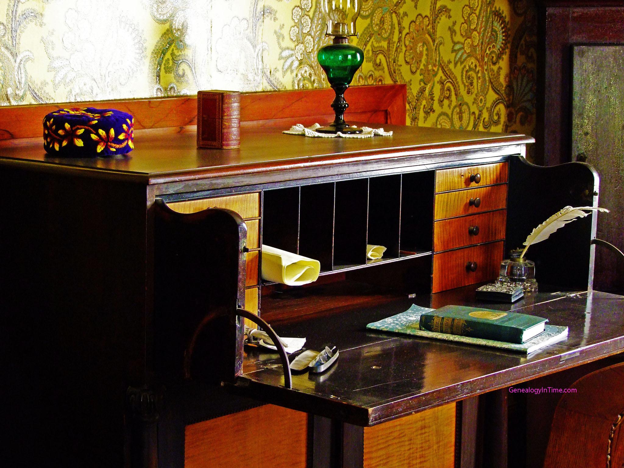 writing desk toronto Writing desk with 3 drawers 64w x 30d x 31h.