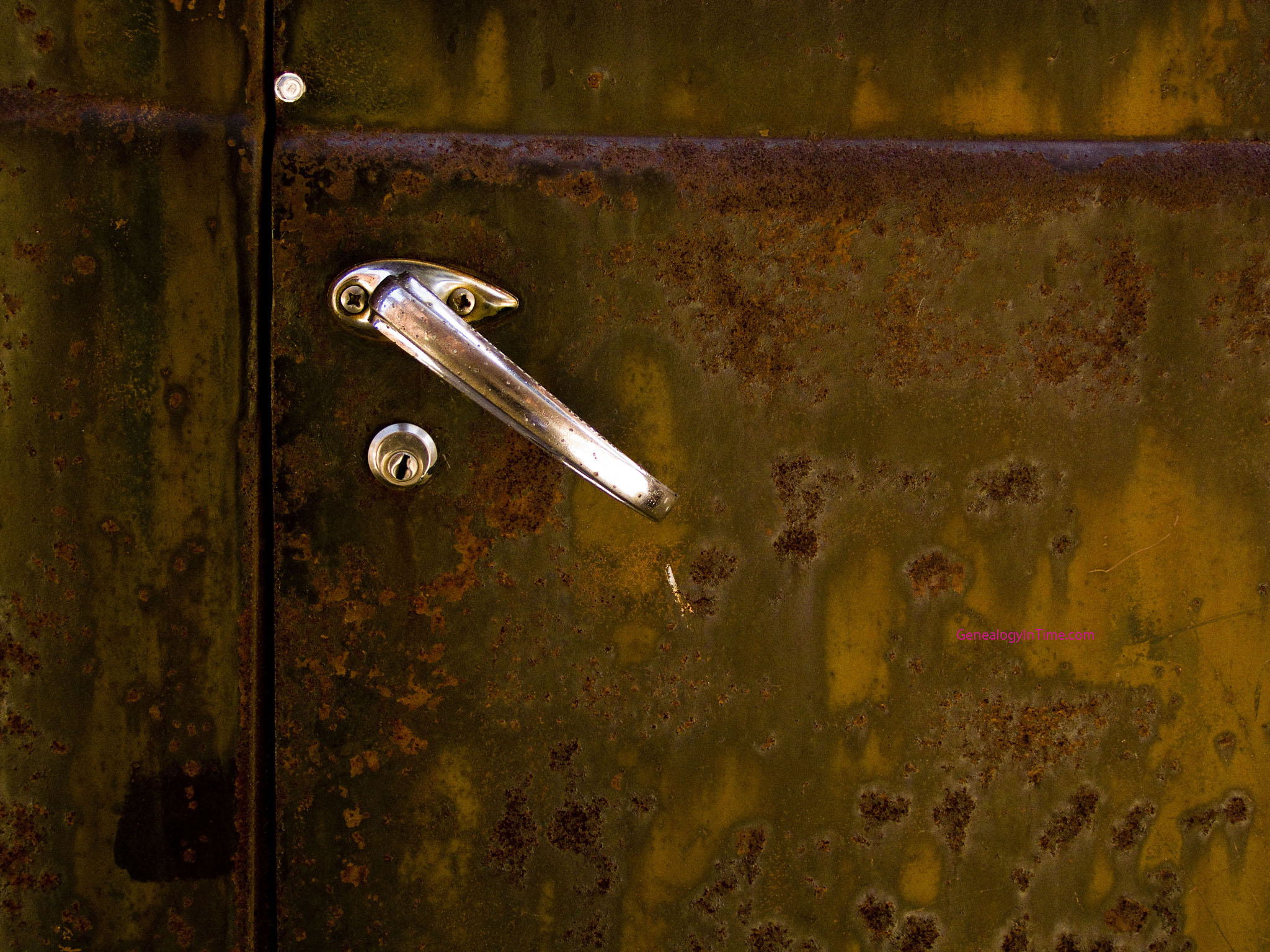1940s Dodge truch rusted door & Free Rust Images