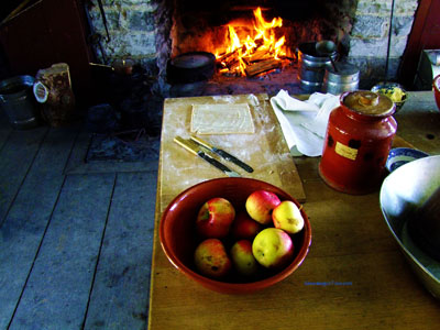 baking an apple pie